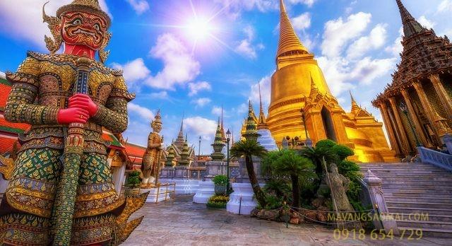 Tháp vàng chùa Phật Ngọc (Bangkok, Thái Lan)