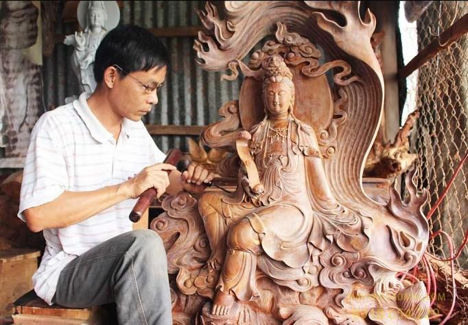 Nghề điêu khắc gỗ: Nghề cổ truyền lâu đời tại Việt Nam